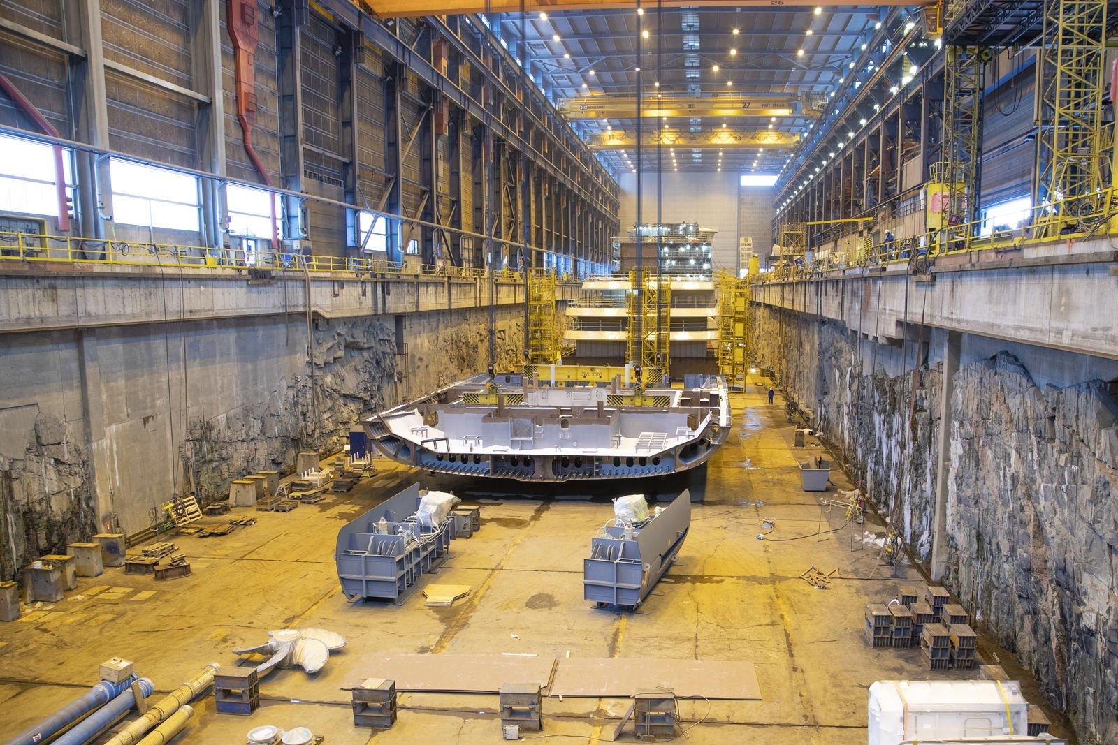 Quilla del barco de cruceros de expedición de lujo SH Vega en los astilleros Helsinki Shipyard